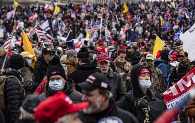 Ситуация в США: протестующие прорвались через оцепление около Капитолия