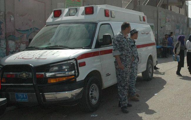Фото: смертник підірвав карету швидкої допомоги