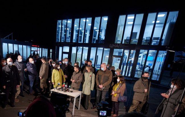 Украина откроет сервисные центры на всех КПВВ в 2021