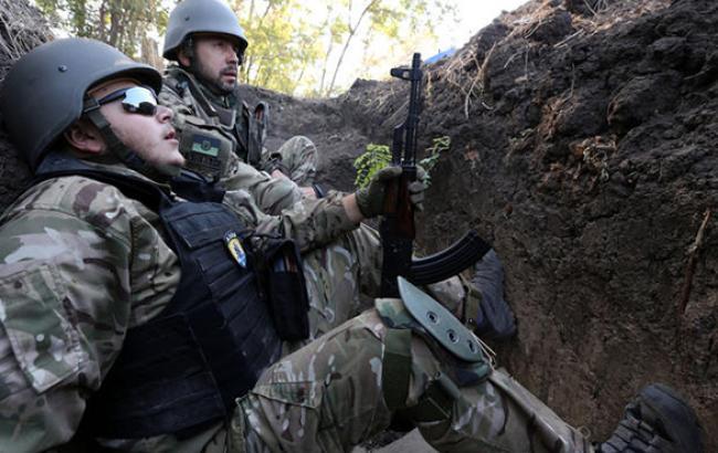 В зоне АТО за сутки погиб один украинский военный, 18 ранены, - штаб