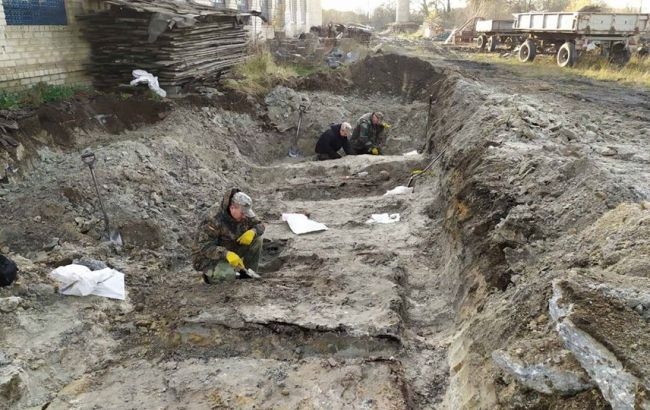 В Ровенской области раскопали под асфальтом братскую могилу воинов УПА
