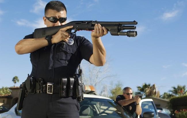 Фото: Полицейские начнут активнее применять оружие (blikk.hu)