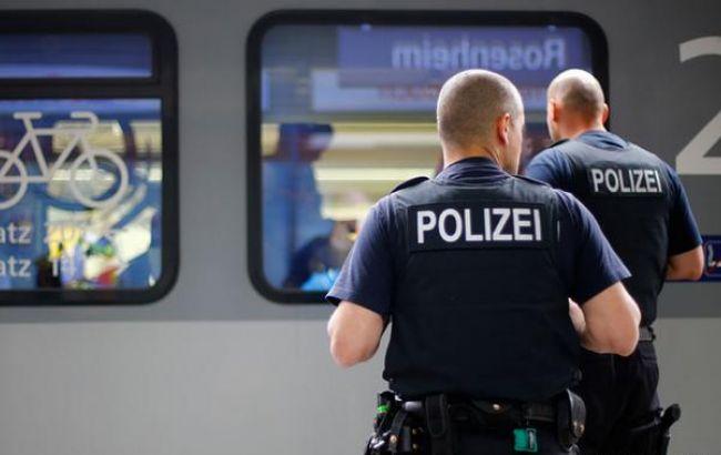 Фото: німецькі поліцейські в метро