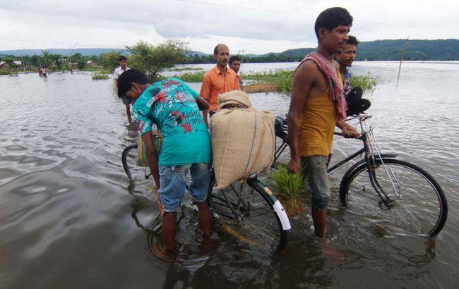Фото: постраждалі від повені в Індії