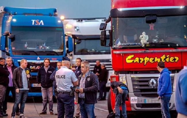 Фото: у Франції протестують проти розміщення біженців