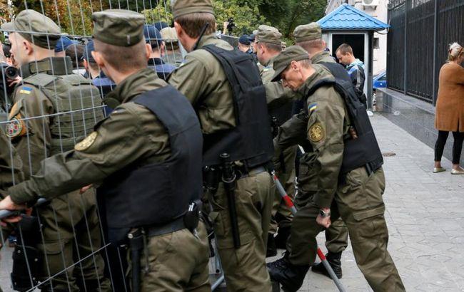 Фото: столкновения под российским посольством в Киеве
