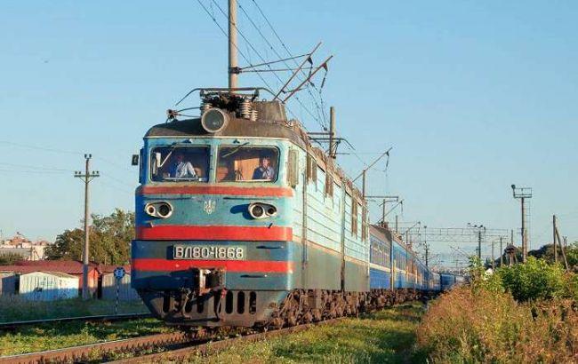 Двое россиян, которых принудительно выдворяли из страны, выпрыгнули из поезда