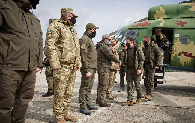 Зеленский об обострении на Донбассе: активизировались вражеские снайперы