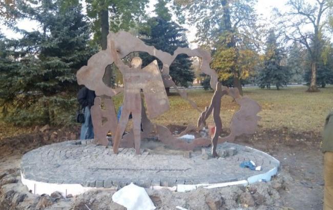 Фото: Пам'ятний знак, присвячений Революції Гідності (04563.com.ua)