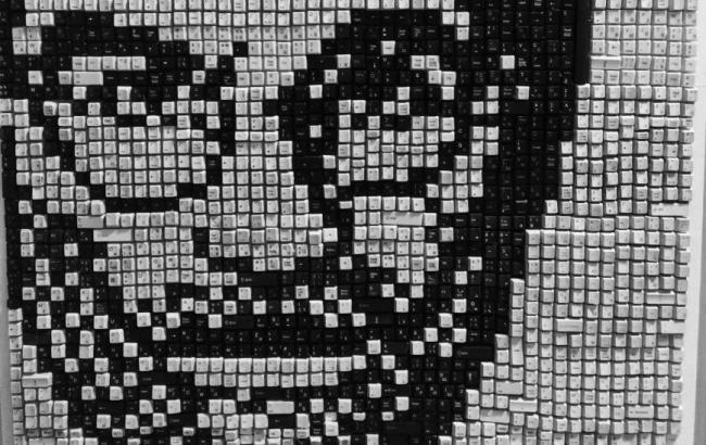Фото: Портрет Стіва Джобса з клавіш (0629.com.ua)