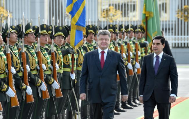Порошенко проводить зустріч з Президентом Туркменістану