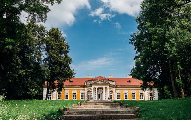 """""""Украинский Версаль"""": необычная локация Подолья для путешествия на уикенд"""