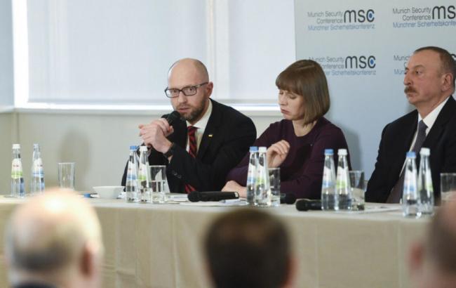 Фото: Арсений Яценюк на конференции