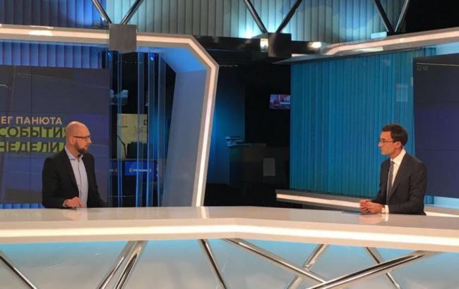 """Фото: Арсений Яценюк в эфире ТРК """"Украина"""" 12 ноября (nfront.org.ua)"""