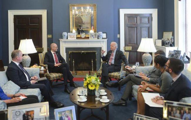 Яценюк и Байден обсудили приоритетные направления сотрудничества Украины и США