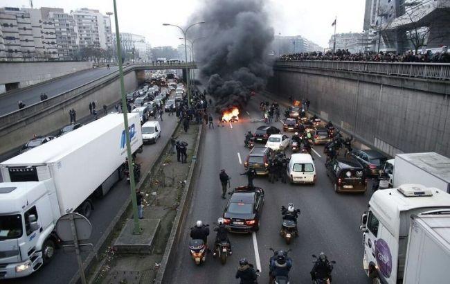 Фото: во Франции проходит забастовка таксистов