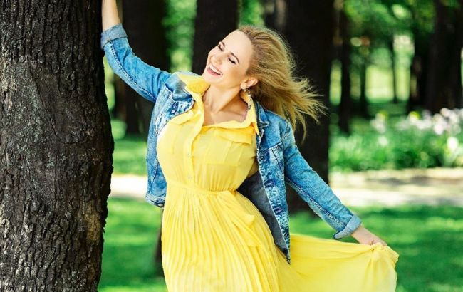 Девушка-лето: Лилия Ребрик похвасталась ярким луком в платье за 3700 гривен