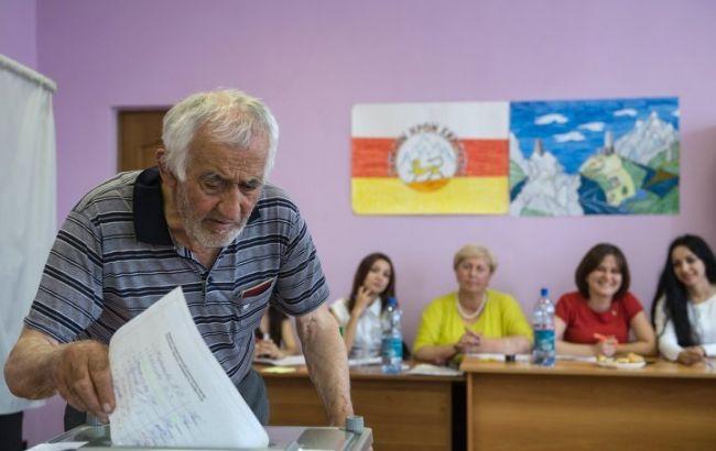 """Фото: """"выборы"""" в Южной Осетии"""