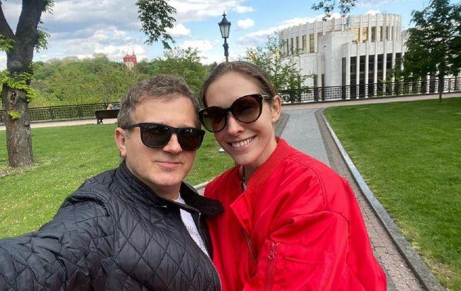 Радуга вдохновляет: Горбунов очаровал нежным фото в обнимку с Осадчей