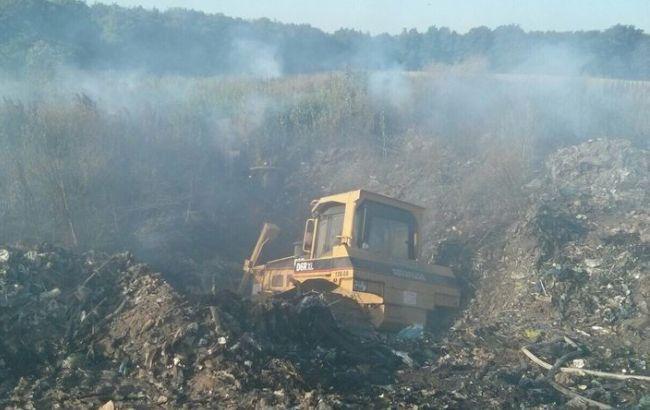 Фото: пожежа на сміттєзвалищі під Києвом ліквідована