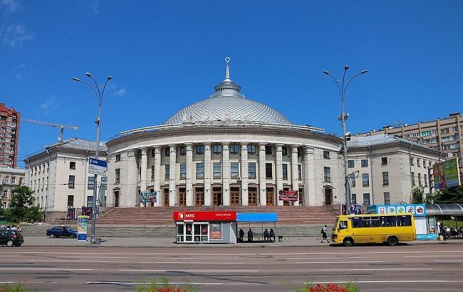 Фото: площа Перемоги (wikipedia.org/Площа_Перемоги_(Київ))