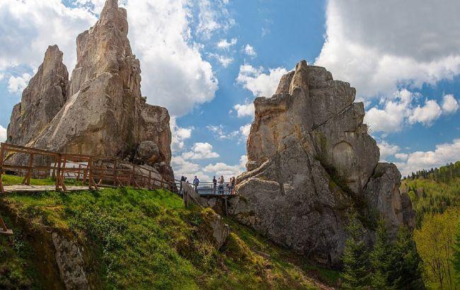Город-крепость: уникальный скальный комплекс в Украине удивляет туристов