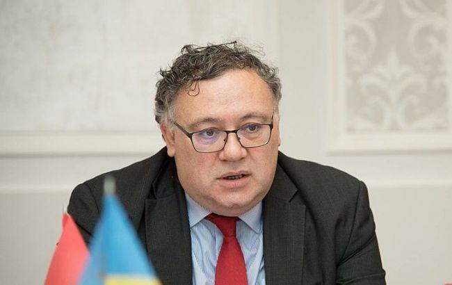 Посол вважає, що угорцям важко навчатися українською мовою