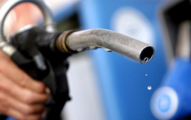 Фото: цены на бензин в Украине не хотят падать вслед за нефтью