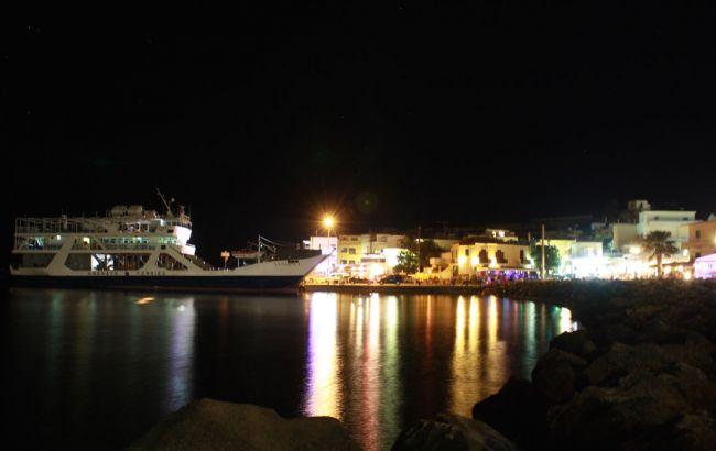 Фото: у Греції затримали українське судно, відбуксоване в порт Палеохора