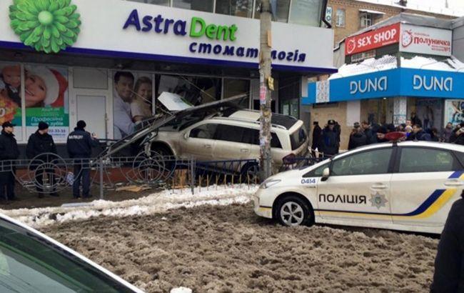 """Суд заарештував з можливістю застави водія, який скоїв ДТП біля метро """"Лівобережна"""""""