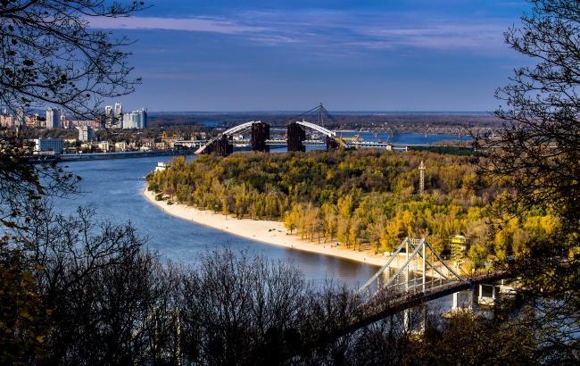 В Киеве Днепр может затопить парки и пляжные зоны