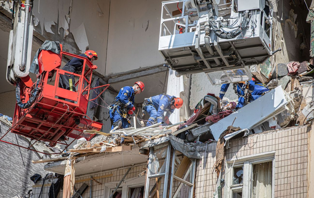 Під завалами зруйнованого будинку в Києві можуть перебувати дві людини