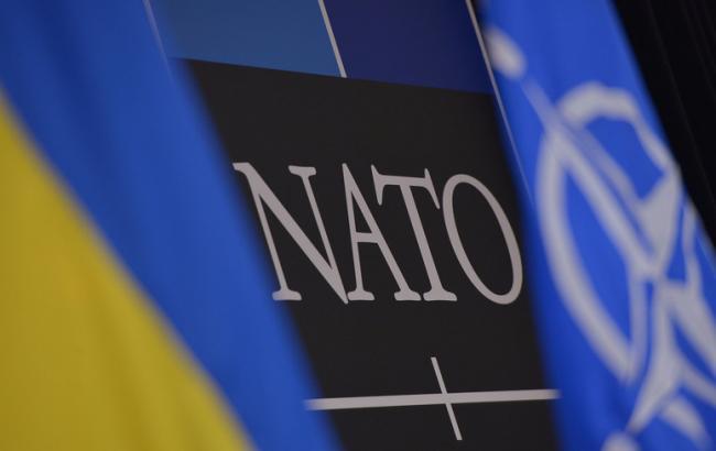 Фото: украинцы в цело поддерживают идею членства в НАТО