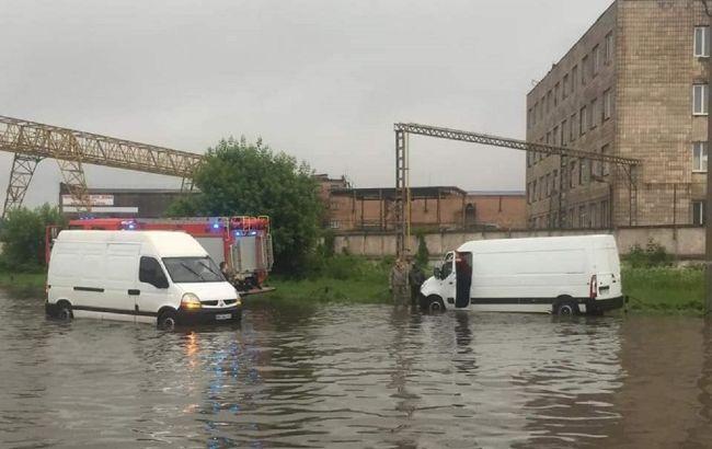 Мариуполь ушел под воду после сильного ливня: фото и видео стихии