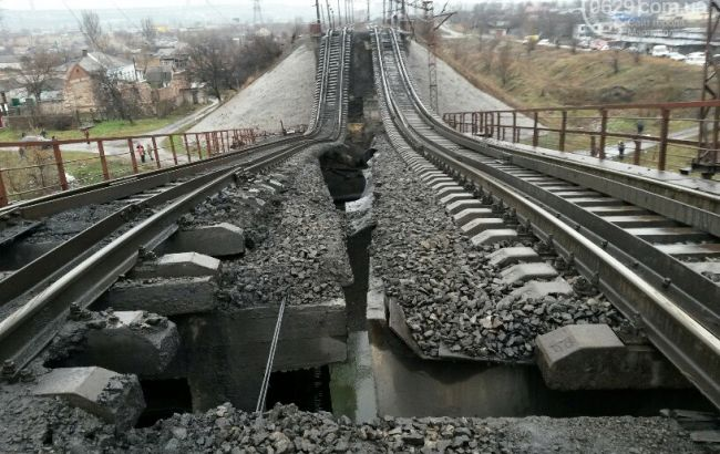 """В Одеській обл. вночі вантажний потяг зійшов з рейок після вибуху, - """"Укрзалізниця"""""""