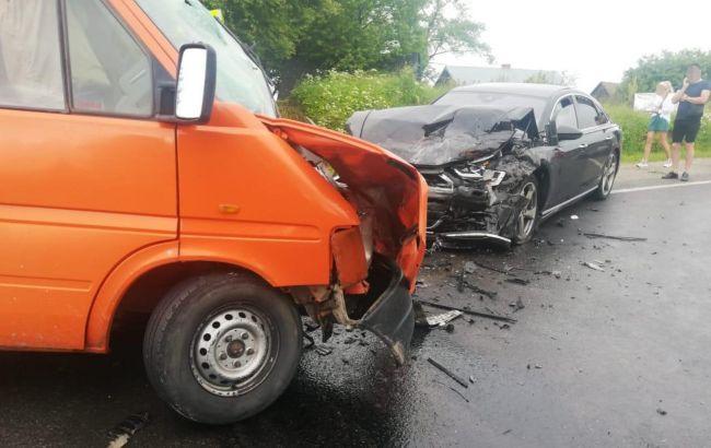 У Львівській області мікроавтобус потрапив у ДТП, більше десятка постраждалих