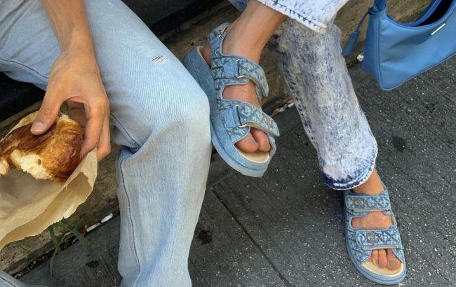 С юбками и спортивными костюмами: стилист показала, как носить сандалии летом 2021