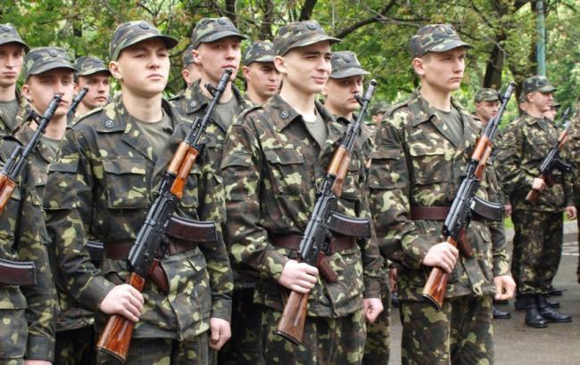 Минобороны планирует закупить 8,5 тыс. единиц военной техники для ВСУ до 2016 г.