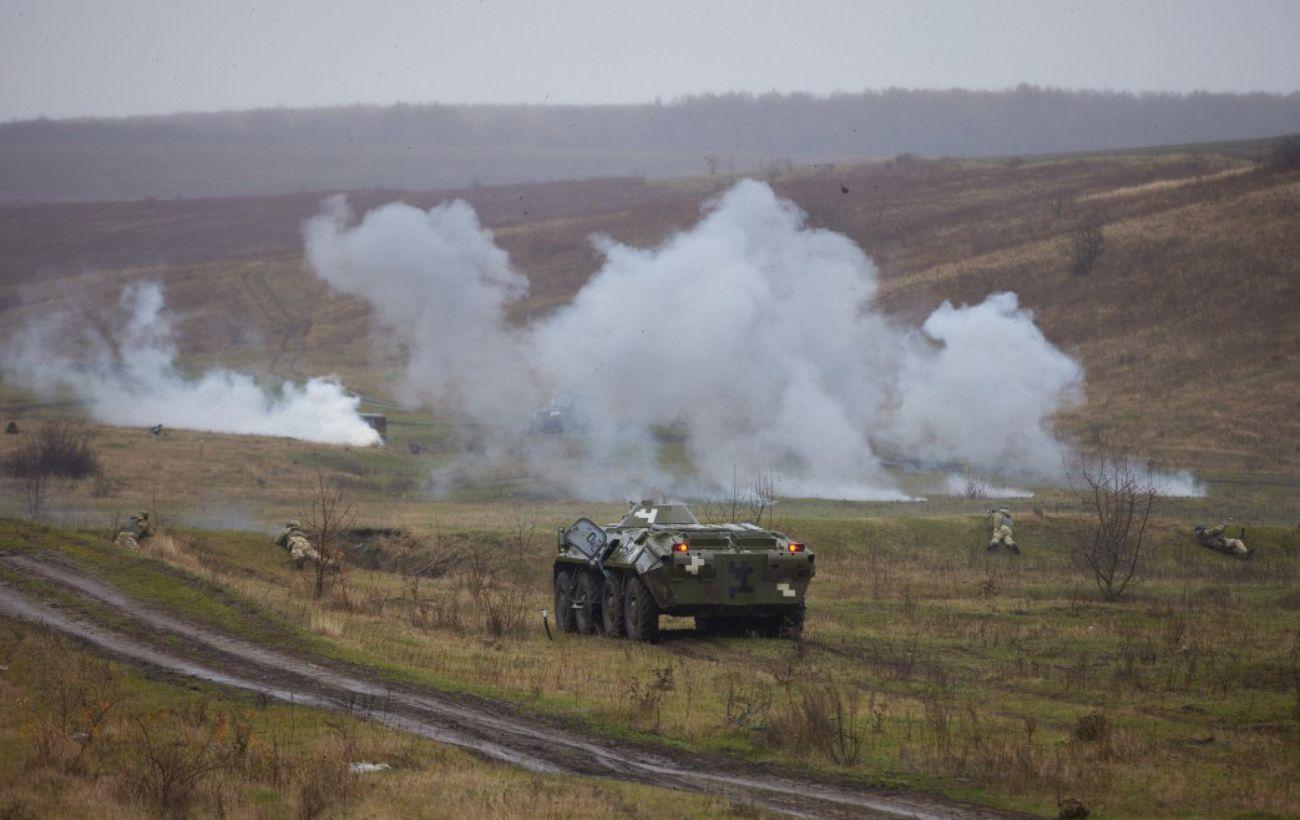 Боевики на Донбассе обстреляли позиции украинских военных 19 раз: два воина получили ранение