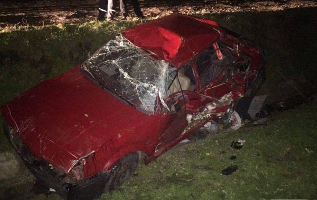 Фото: автомобіль після зіткнення з поїздом
