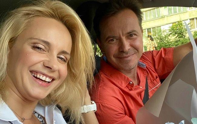 Настоящая поддержка и опора: довольная Лилия Ребрик забралась на шею к мужу