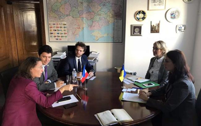 Украина и Франция хотят активизировать отношения на правительственном уровне