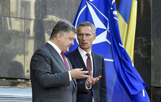 Порошенко і Столтенберг домовилися терміново скликати засідання Комісії Україна-НАТО