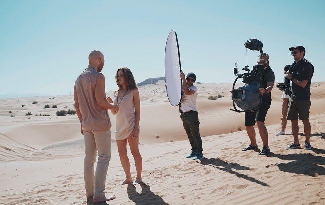 """Горячий клип """"Торнадо"""" дуэт Alyosha & Vlad Darwin снимали в пустыне ОАЭ: уникальные фото"""