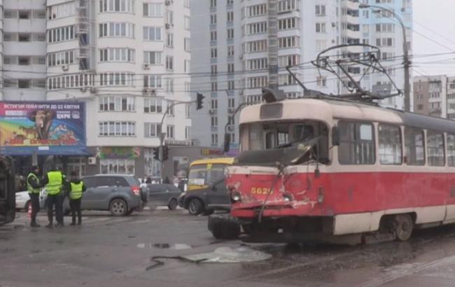 Фото: в Києві трамвай зійшов з рейок (youtube.com/channel/UCMEi)