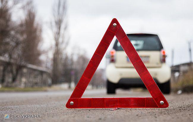 Смертельное ДТП вКиеве: фура раздавила легковую машину  на влажной  дороге