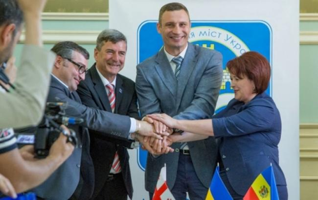 Фото: підписання меморандуму (kievcity.gov.ua)