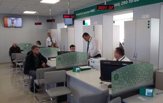 Кабмин ликвидировал региональные сервисные центры МВД