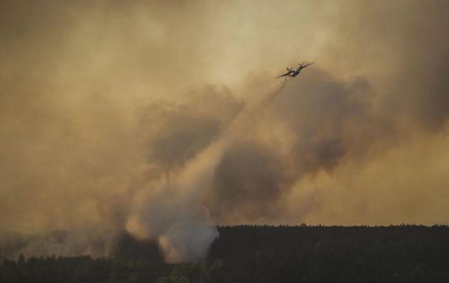 Фото: до гасіння пожежі залучено 51 одиниця техніки, у тому числі 3 пожежних літаки і 2 вертольоти