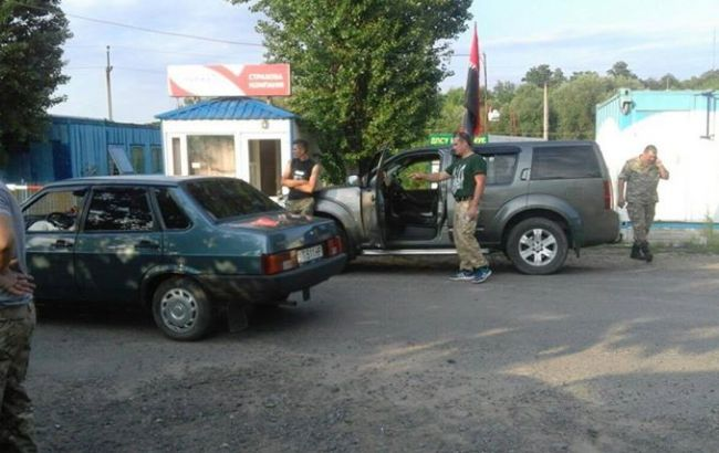 Фото: установка блокпоста в Одеській області